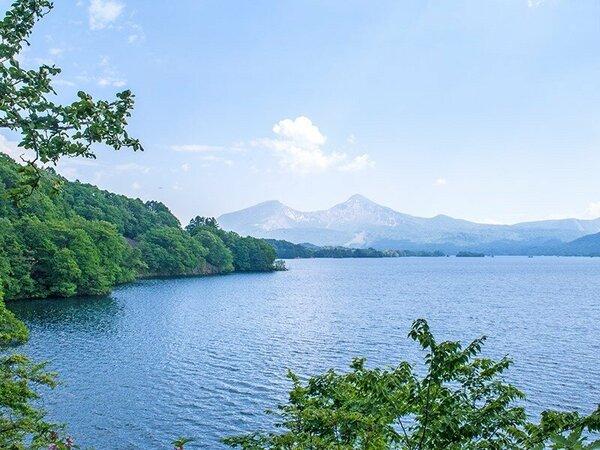 神秘の湖「桧原湖」からの磐梯山