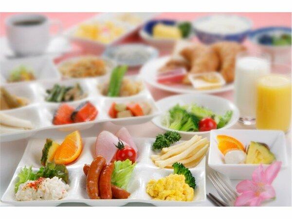 【朝食バイキング】ゆったりとした朝食の時間は、旅の楽しみのひとつ。色とりどりの豊富な料理を・・・。