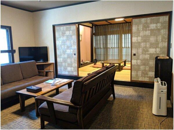 【和洋室】和室10畳+ベッドルーム+リビングルーム 3室に分かれていて、グループ旅行におすすめです。