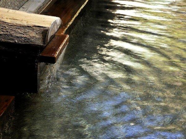 【わたり湯 湯口】当館のお湯はゆったりとおくつろぎ頂けるやさしいお湯です。