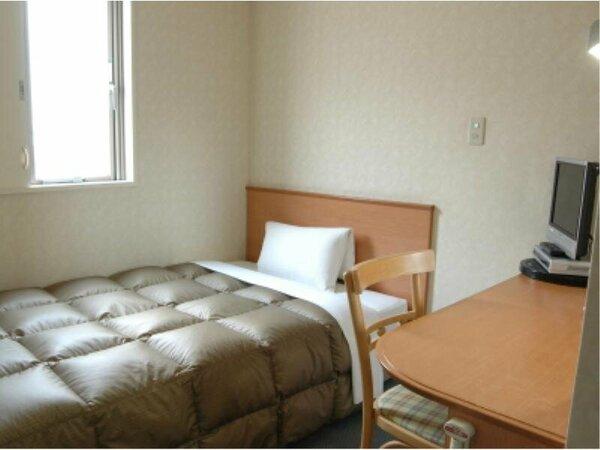 【シングルスタンダード】11平米、横幅120cmのベッドでゆったりとお寛ぎください。