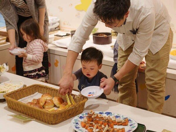 【NASUバイキングエルバージュ】お子様の小さな身長に合わせて料理が並ぶキッズバイキングコーナー