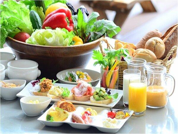 朝食をしっかりとって元気な1日を!(朝食バイキングイメージ)