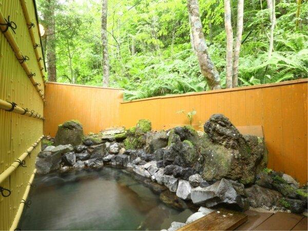 ■【男湯露天風呂】大自然に囲まれた温泉で疲れを癒してください