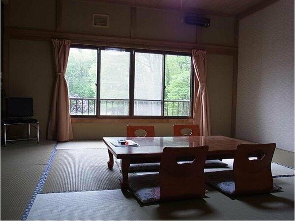 13畳和室の一例でございます。