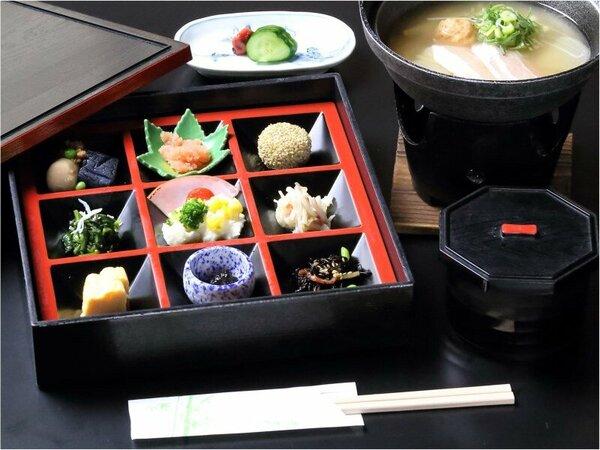 賀茂川荘特製松花堂弁当とオリジナルメニュー・秋菜汁をご用意