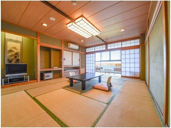 【和室/海側】小網代湾を望む和室でごゆっくりお過ごしください。
