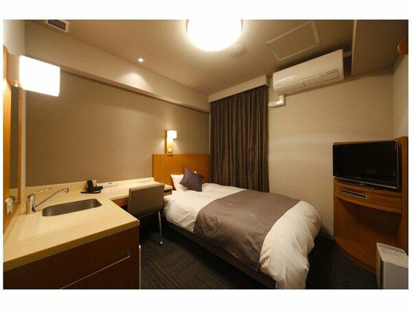 【セミダブル(シングル)】寝心地の良さで定評のあるシモンズ製ベッドを完備。ビジネスや一人旅に便利♪