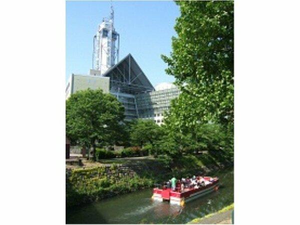 【富山~観光の一例~】~松川遊覧船「神通」と富山市役所~