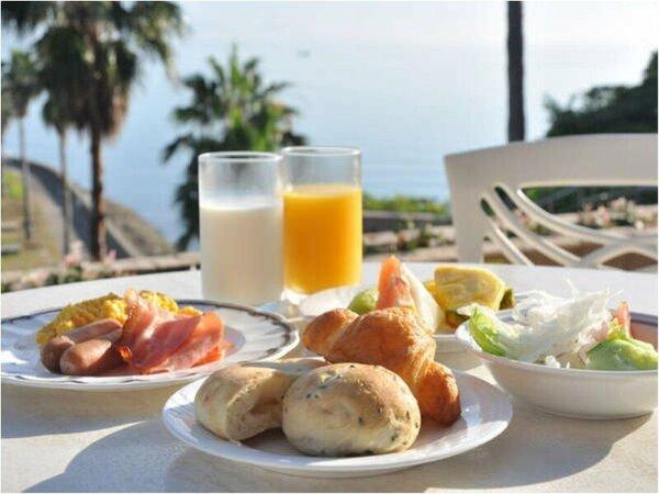 テラスにて朝食(和洋バイキング)