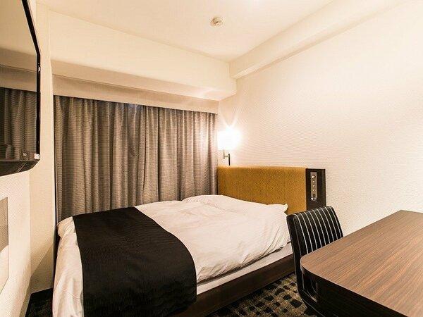 客室例:ダブルルーム 10.0平米/140cm幅ベッド1台