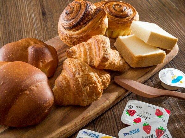 味にも健康にもこだわった種類豊富な焼き立てパン