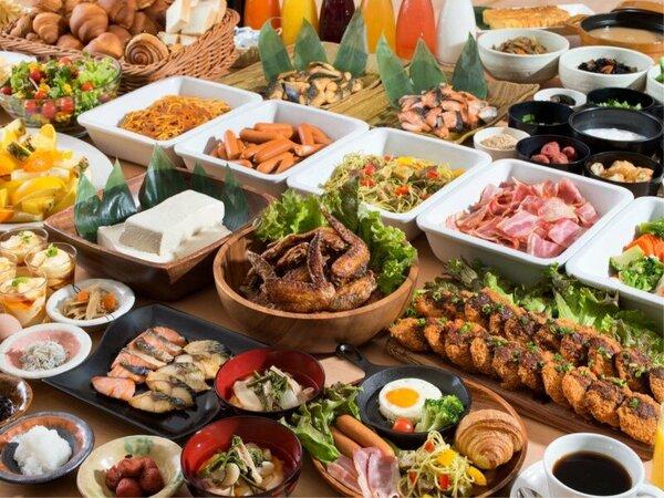 【朝食一例】広々開放感のある朝食会場♪約40種類のメニューで連泊でも飽きません!!