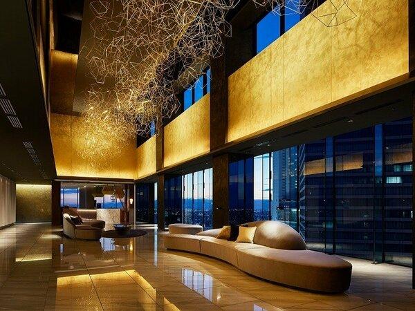 【18階 ロビーアート「黄金雲」】 名古屋らしい艶やかな一面を表現しています。