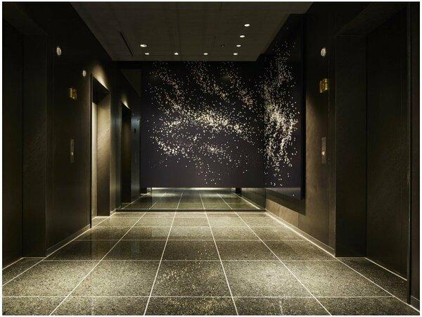 客室エレベーターホール前アート