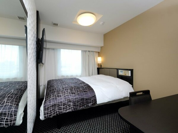 ダブルルーム 9平米/140cm幅ベッド1台