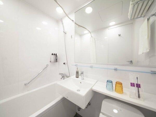 コンパクトなユニットバスルーム