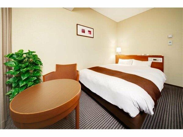 ●デラックスシングル/セミダブル17.2m2●1名利用も2名利用もできる広めのベッドでお休みください。