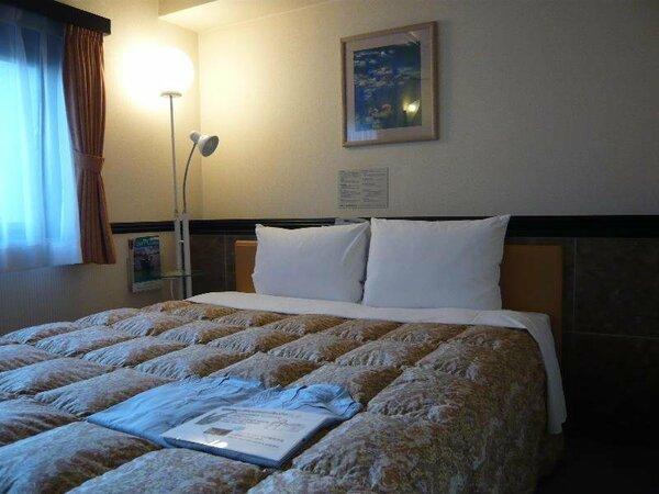 ◆ゆったりダブルルーム◆ベッド巾は160センチ。2名様でもゆったりお休みいただけます。