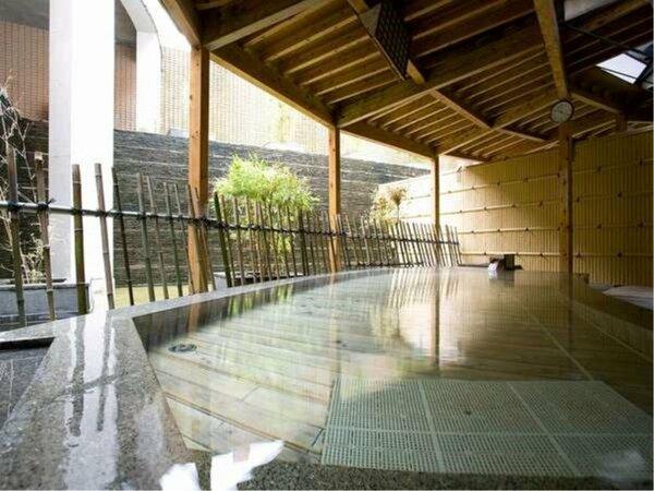 天然アルカリ性単純温泉の露天風呂(pH9.180) なめらかで透明なお湯が自慢の温泉です