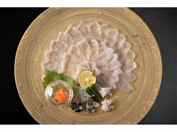 2020年特撰会席、美食旅会席にはイカはもちろん、ふぐの薄造りをご用意。