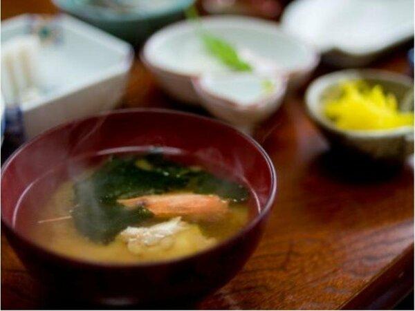 【レストラン花茶屋】和洋食のバイキングスタイルにて提供致しております。