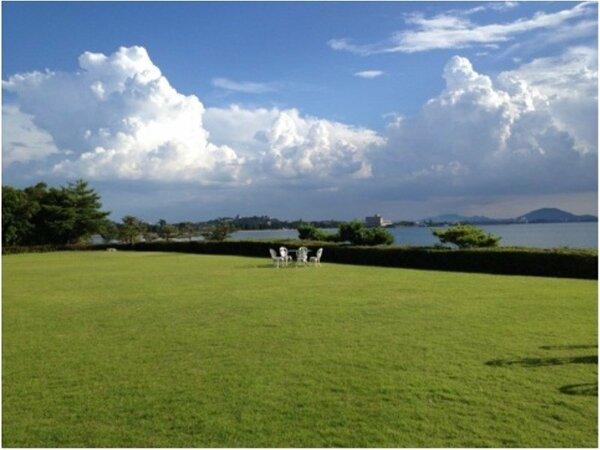 ガーデンでは、琵琶湖を一望できます。