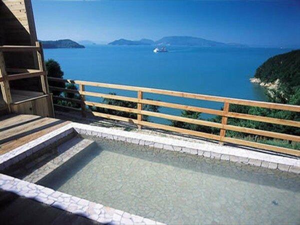 露天風呂から瀬戸内海を一望