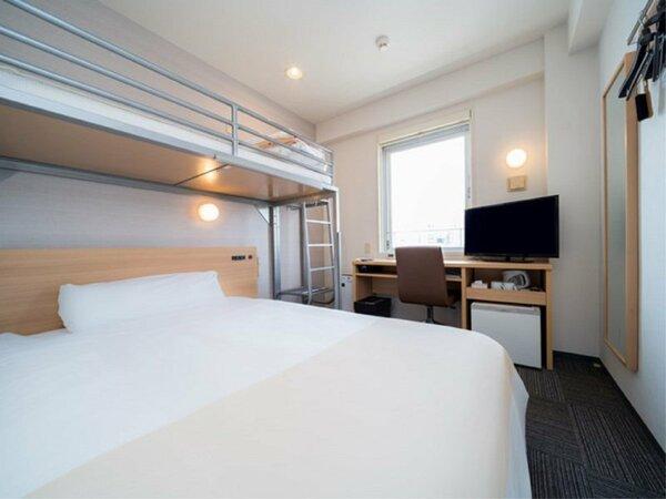 ワイドベッド幅150cm+ロフトベッドで2名様1室に便利♪お子様が喜ぶロフトベッド付き