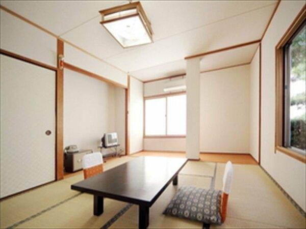 1階和室8畳バストイレ付き