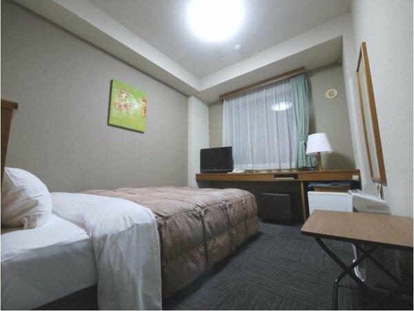 【ダブルルーム】ベッド幅:140cm 加湿機能付き空気清浄機 完備。Wi-Fiスポット導入。