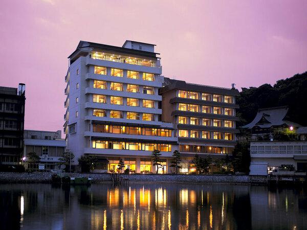 浜名湖畔に佇む昔ならではの宿、山水館欣龍でございます。