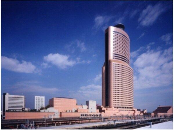南西側から見たアクトタワー