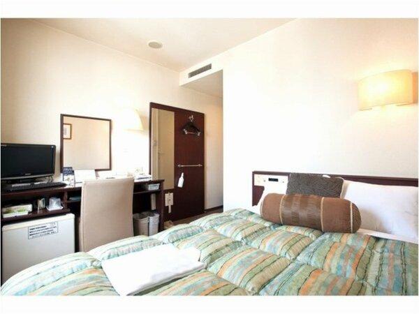 ベッド横幅140cmのシングルルームです。お一人様ならゆったり広々ご利用いただけます♪