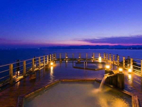 ホテル屋上露天風呂「飛天」浜名湖対岸に沈む夕日を眺めは最高です。