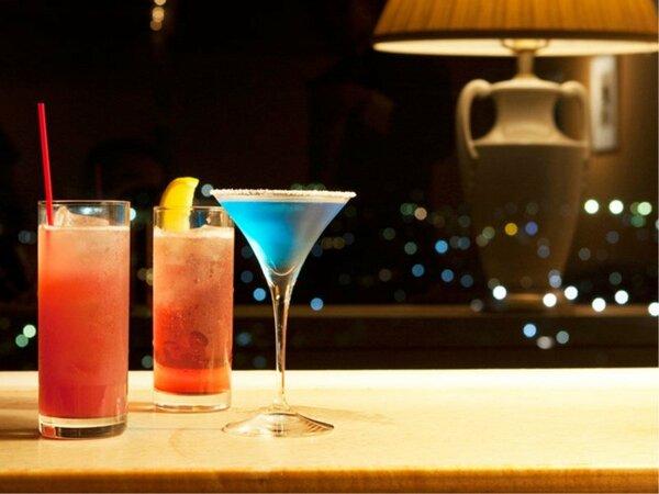 """食後にいかがですか?13階のバー""""メイプル""""で夜景を楽しみながら乾杯"""