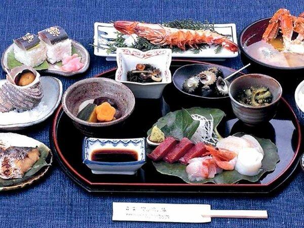■磯定食一例■新鮮な魚介類を近所のお母さんの手料理でいただく自慢のメニュー♪