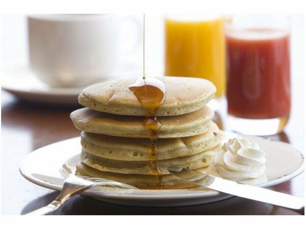 【朝食】第1回地場もん国民大賞で金賞を受賞した話題の九州パンケーキ。九州産の小麦・雑穀を100%使用