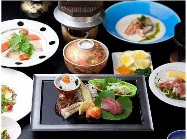 【旬の幸会席】刺身、鶏の焼き物、小鉢など