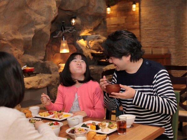 【朝食】約40種類のメニュー☆話題の「パワーサラダ」、オリジナルパフェ作りができるデザートなどご用意