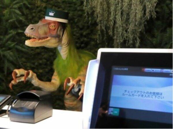 【フロント】恐竜がご案内いたします♪