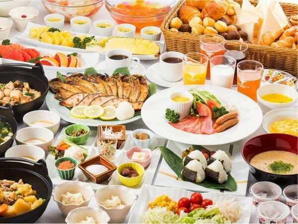 和洋取り揃えた朝食バイキング(イメージ)