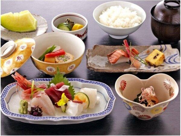 和食レストラン「羽衣」3種のおすすめ定食(お造り定食)