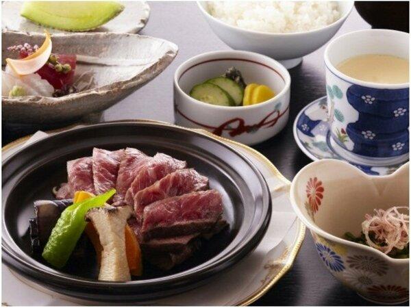 和食レストラン「羽衣」3種のおすすめ定食(ステーキ定食)