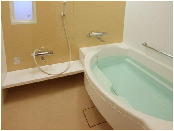 全室洗い場付の浴室でお子様連れでもゆったり入浴いただけます。