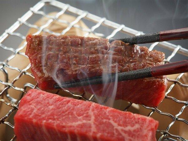 繊細でまろやかな味わいが広がる伊予牛。お好みの焼き加減でお召し上がりください。