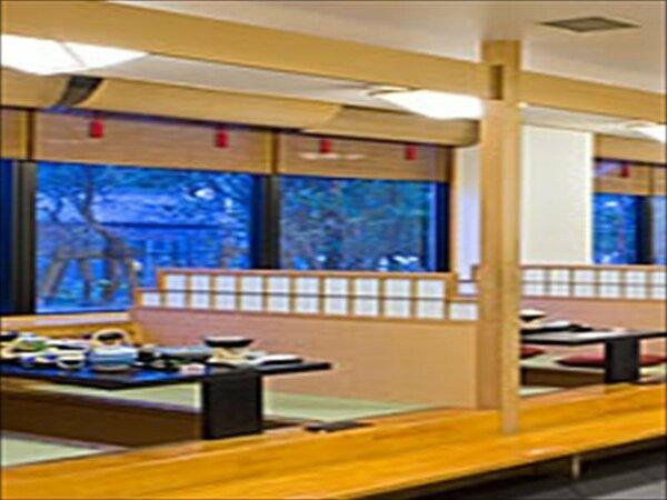 お食事には情緒ある和風レストラン「四季」をご利用いただけます。