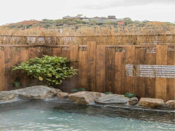 ◆男性大浴場露天風呂 奥に見えるのは松山城♪男子からは松山城を一望できます。