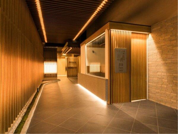 ◆足湯を抜けると、ホテル正面入口となっております