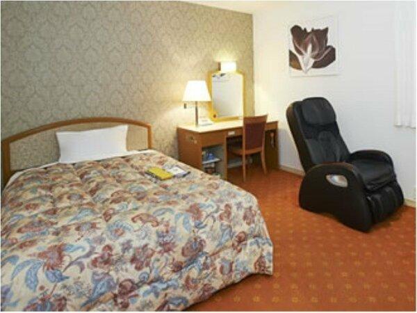 洋室シングルルーム 15平米 バストイレ付 小さな窓もございます。